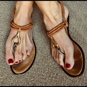 DOLCE VITA TAN SANDALS GOLD SILVER AND BACK STRAP